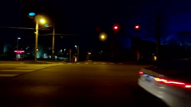 vidéos et rushes de ohio xii synchronisé série gauche vue processus plaque nuit au volant - part of a series