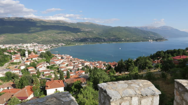 vídeos de stock, filmes e b-roll de ohrid, general view of the city and the lake. - república da macedônia