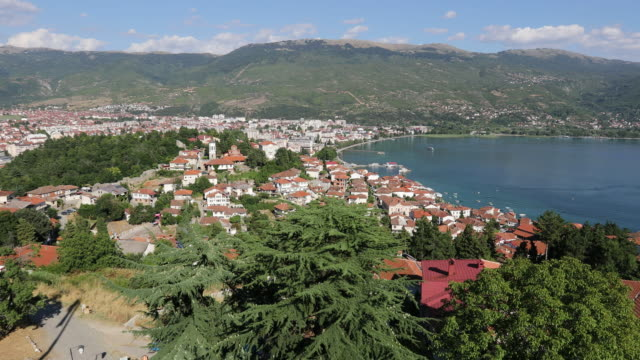 vídeos de stock, filmes e b-roll de ohrid, view of the city and the lake from the fortress. - república da macedônia
