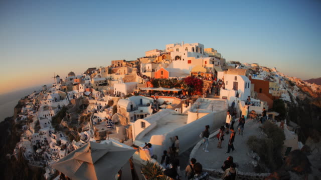 stockvideo's en b-roll-footage met oia end of town transition - oia santorini