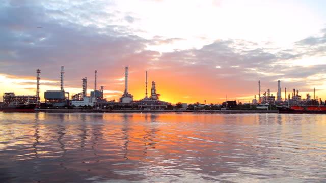 vídeos de stock e filmes b-roll de refinaria de petróleo e química fábrica - fábrica petroquímica