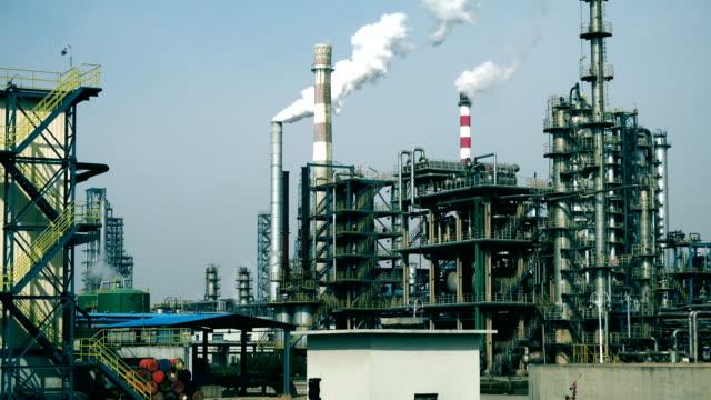 vidéos et rushes de industrie pétrolière et gazière - fumer du tabac