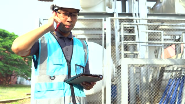 oil and gas worker at refinery industry - energy efficient lightbulb stock videos and b-roll footage