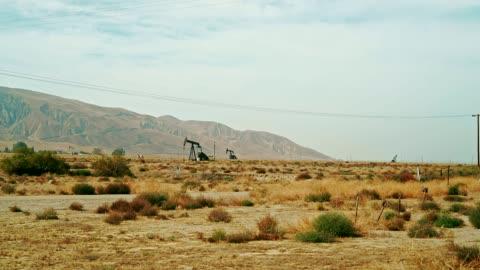 oljeborrning i valifornia - oljepump bildbanksvideor och videomaterial från bakom kulisserna