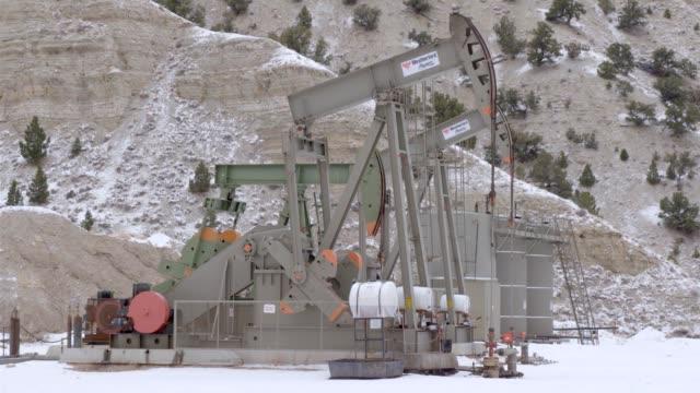 oil drills and refinery - 国有林点の映像素材/bロール