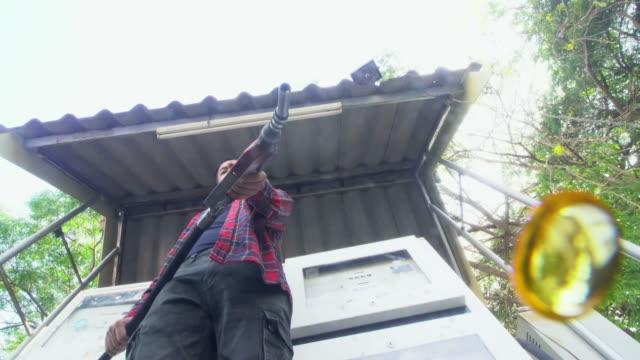 oil dripping from a gasoline pump - trivella petrolifera video stock e b–roll