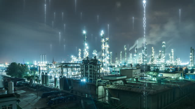 vídeos de stock e filmes b-roll de oil factory with smart factory concept - oleoduto