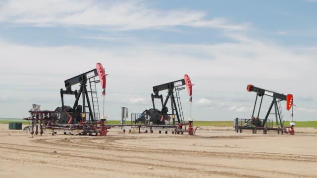 油田ポンプ - ポンプ場点の映像素材/bロール