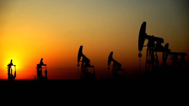 oil field pump - economia video stock e b–roll