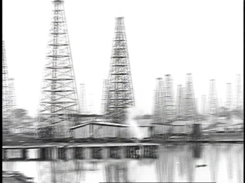 1923 ws oil field with pumps and wells / united states - 1920年点の映像素材/bロール