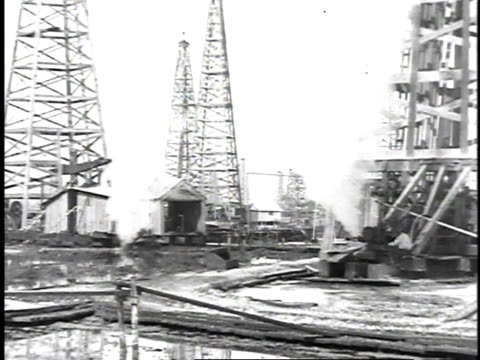 1923 WS Oil filed with pumps and wells / United States