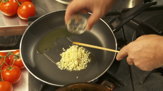 cu, zi, zo, oil, garlic and crushed chili on frying pan - saute stock videos and b-roll footage