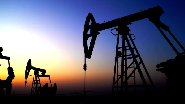 oil industry pump equipment zoom out - fare il pieno di benzina video stock e b–roll