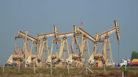oljeindustrin - oljepump bildbanksvideor och videomaterial från bakom kulisserna