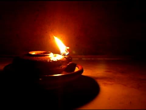 vídeos y material grabado en eventos de stock de lámpara de aceite - cristianismo