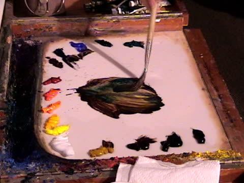 vidéos et rushes de palette de couleurs à l'huile - pinceau