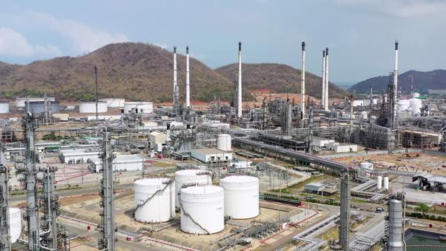 vídeos de stock, filmes e b-roll de oleoduto de produção de petróleo - combustível fóssil
