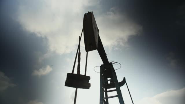 las oil pump jack - oljepump bildbanksvideor och videomaterial från bakom kulisserna