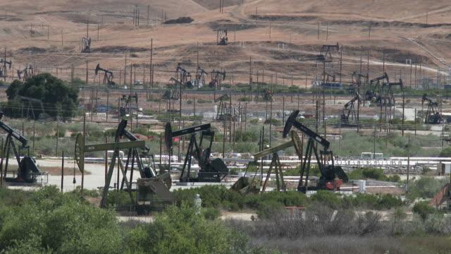 vidéos et rushes de oil pumps - pétrole