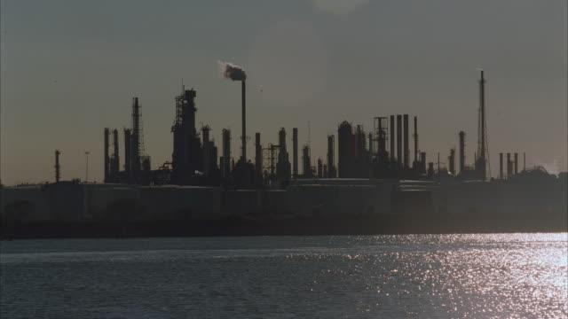 stockvideo's en b-roll-footage met ws, oil refinery at water's edge - 1996