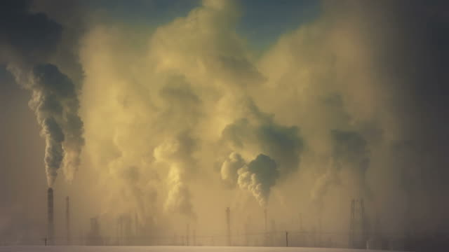 oil refinery emitting green house gases - fossil fuel stock videos & royalty-free footage