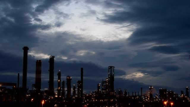 oil refinery in schwechat, vienna, austria, europe - dämmerung stock-videos und b-roll-filmmaterial