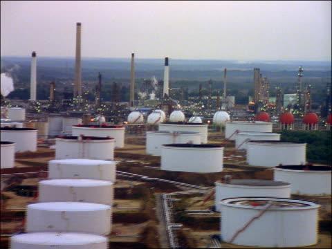 aerial oil refinery + industrial complex / fawley, southampton, hampshire, england - 英国ハンプシャー点の映像素材/bロール