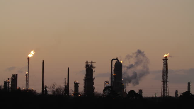 oil refinery plant in texas at sunset - flaming torch stock videos & royalty-free footage