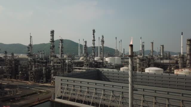vídeos de stock, filmes e b-roll de refinaria de petróleo - camada de ozônio