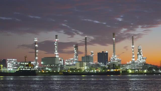oil refinery - ölindustrie stock-videos und b-roll-filmmaterial