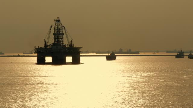 WS PAN Oil rig at sea / Singapore