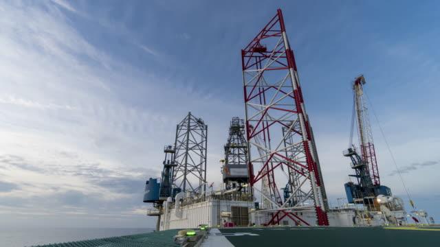 vidéos et rushes de plate-forme pétrolière - jour et nuit 4k time-lapse - plateforme