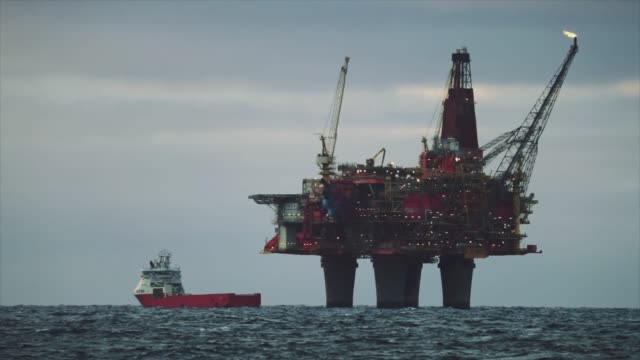 oil rig offshore platform in the north sea - industria petrolifera video stock e b–roll