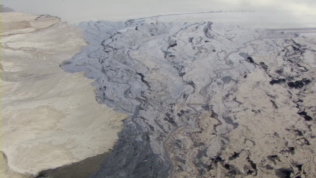 stockvideo's en b-roll-footage met oil sands mar the landscape near fort mackay, alberta, canada. - mar