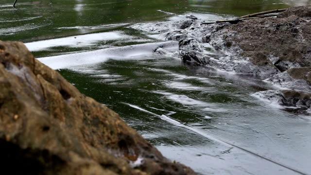stockvideo's en b-roll-footage met oil spill on gulf - pijp buis