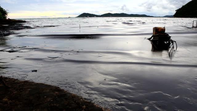 vídeos de stock e filmes b-roll de derrame de petróleo no golfo - indústria petrolífera