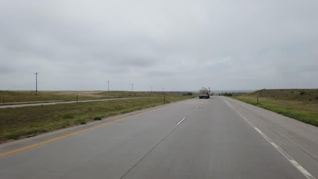 oil tanker driving on highway in america amid the 2020 global coronavirus pandemic - minskande perspektiv bildbanksvideor och videomaterial från bakom kulisserna