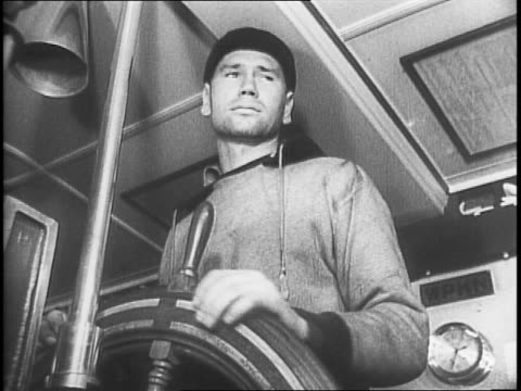 vidéos et rushes de oil tanker leaving port / deck of an oil tanker at sea / bow of the tanker cutting through the water / deck view of the oil tanker / captain of the... - capitaine de bateau