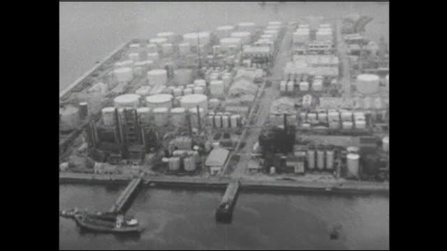 vidéos et rushes de oil tanks and an industrial complex border yokkaichi port  in japan. - après guerre