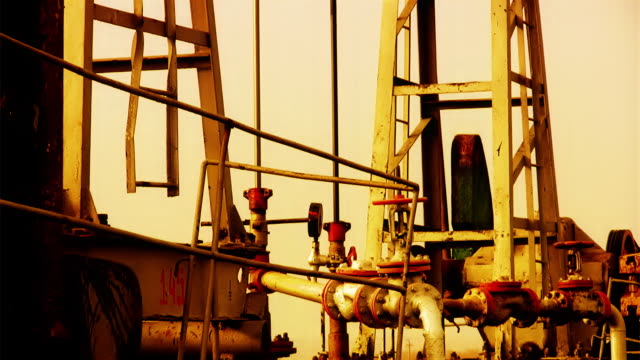 Oil well (details)