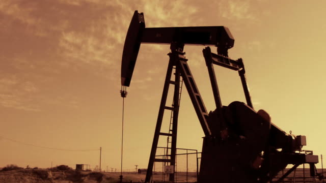 stockvideo's en b-roll-footage met oil well - texas