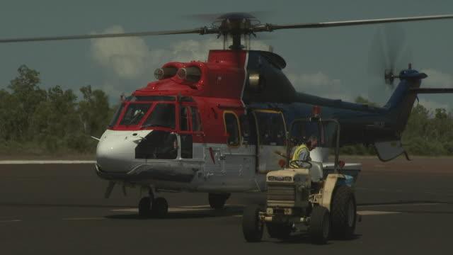 oil workers leave super puma at 'mungalalu - truscott airfield', australia - グランドキーパー点の映像素材/bロール