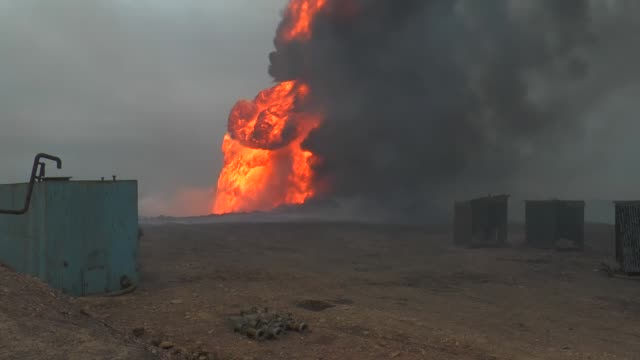 oil-wells fire has been continue on in kayyara oil field in mosul, iraq on january 26, 2017. they were set on fire by daesh terrorists five months... - isis stock-videos und b-roll-filmmaterial