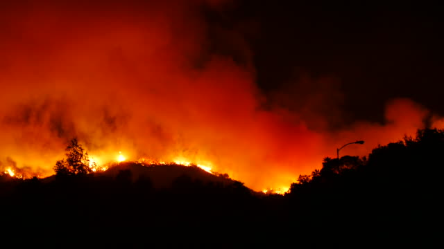 vídeos de stock, filmes e b-roll de the thomas fire burns in the hills just beyond ojai california december 7 2017 the fire had burned over 100000 acres by december 7 2017 - 2017