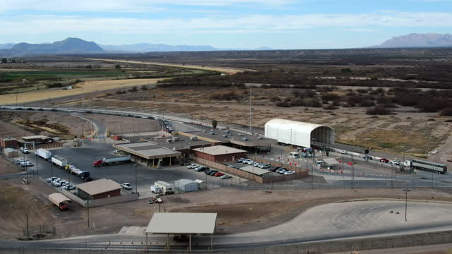 ojinaga chihuahua and presidio texas border crossing in daylight - chihuahua stock videos & royalty-free footage