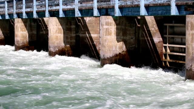 オカナガン川ダム - ブリティッシュコロンビア州点の映像素材/bロール