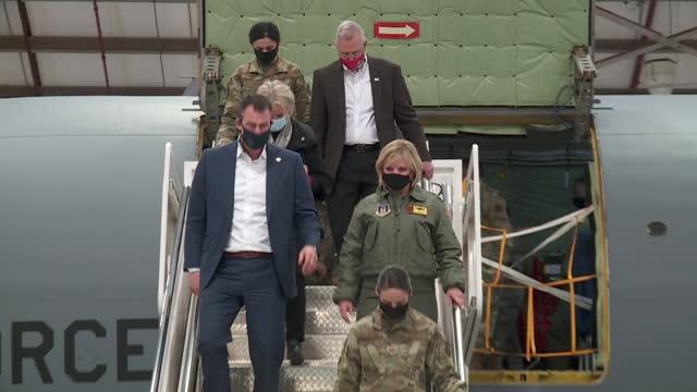 oklahoma city, ok, u.s. - state officials entering and leaving kc-135 stratotanker during visit at tinker air force base. oklahoma state sentator... - 長点の映像素材/bロール