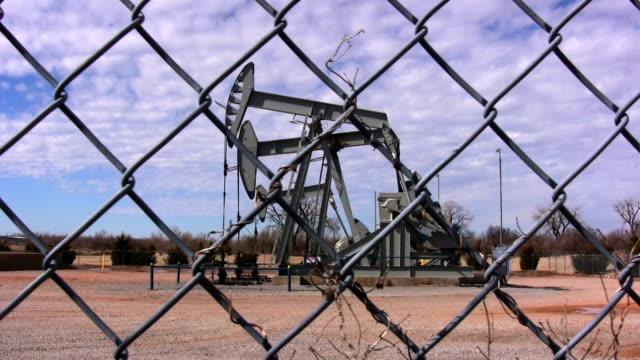 vidéos et rushes de huile pompe oklahoma - désespoir