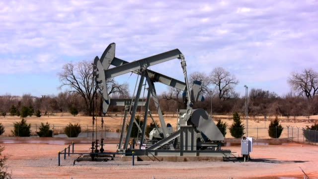 oklahoma oil pump - oklahoma stock videos & royalty-free footage