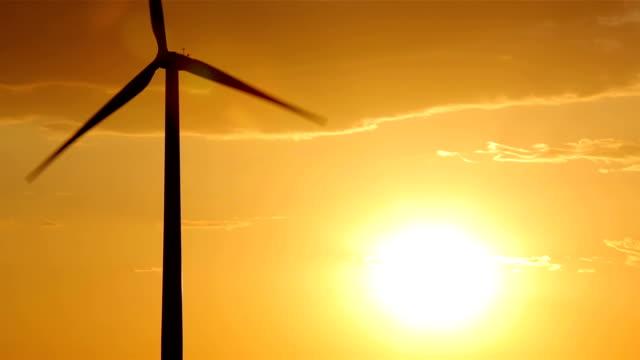 vídeos y material grabado en eventos de stock de oklahoma molino de viento en sunset - oklahoma